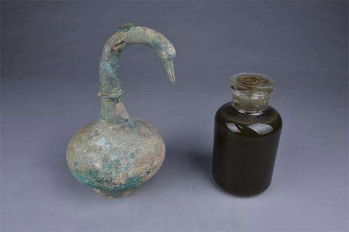 河南出土一2000年前青铜壶装3升不明液体 系止血消炎药酒